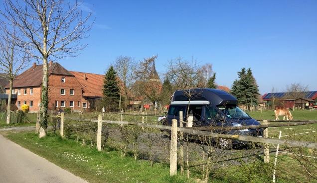 Eén van de twee camperplaatsen op de Vausshof in Westfalen.