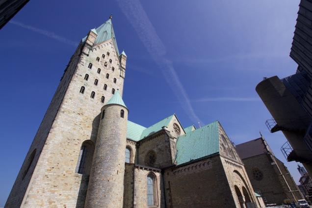 De toren van de dom is het oudste gedeelte van de kerk.