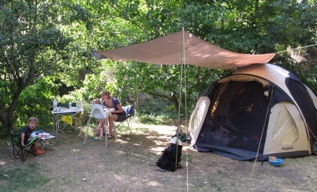 Met de tent kom je op plekken waar geen busje kan staan