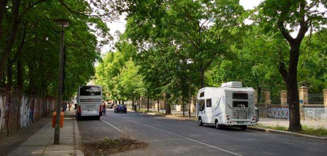 Prima parkeergelegenheid in de Ackerstrasse (als je niet in spoken op kerkhoven gelooft...)