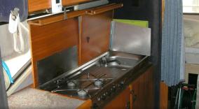 Keuken van een Hobby 600 uit 1987 - ook een echte camperklassieker.