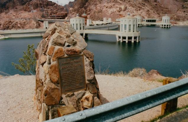 De Hoover Dam, een stuwdam in de Colorado, werd gebouwd in de crisisjaren dertig.